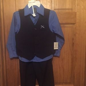 Boys 7R Nautica 4 piece suit. NWT!!